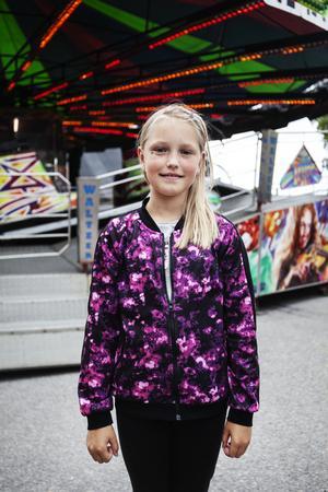 Jenny Nordkvist, 10 år, var lite besviken över utbudet på Björkmans tivoli. Efter att ha åkt småbarnståget med sin lillasyster brydde hon sig inte om att åka fler karuseller.
