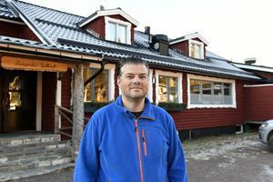 Anders Doverskog lever sin dröm om ett liv i fjällen. Och sin fars.