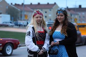 Arrangörerna Nicole Anglehed och Elin Hedlund var lite stressade ett tag under cruisingen. Foto: Lennye Osbeck