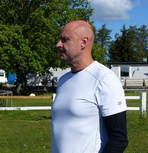 Micke Andersson, Gävle, flerfaldig VM-medaljör och tränare för Qatars landslag i Canopy Formation, men även instruktör för nybörjare.