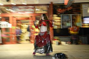 Nina Pudja dansade för zombier och andra åskådare.