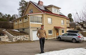 I maj 2017 var solpanelerna färdigmonterade på huset på Skyttevägen i Hudiksvall, och började producera el.