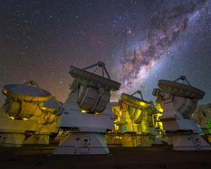 Några av naturvetenskapens spännande verktyg:  ALMA-teleskopen i Chile. Bild: Y. Beletsky