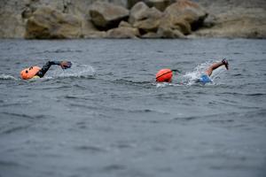 Vattnet var ganska lugnt till en början inne i viken men väl ute på havet gick det vågor.
