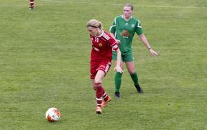 4-4 blev resultatet i toppmatchen mellan Grycksbo och Malung. På bilden syns Erika Sjöström (Grycksbo) och Johanna Lagerlund (Malung).