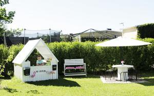 På Rotskär i Skutskär har Rex en liten glasskiosk i trädgården.