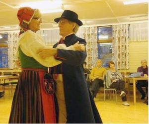 Gertrud Nygren och Lars Lindh i en svensk folklig dans.Foto: Agneta Åstrand