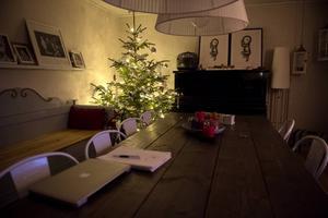 Gran och julpynt ska upp så fort som möjligt så familjen får tid att njuta av stämningen.