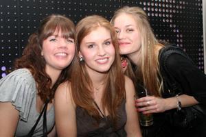 Pluto. Amanda, Alexandra och Isabelle