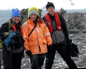 """ORÖRT. Ingela Östlund, Cecilia Hed Malmström och fotografen Jan-Peter Eriksson på Antarktis. """"Det finns ingenting. Bara miljoner år gammal mark och is. Där inser man att mitt liv är bara en tusendels sekund av universums tid"""", säger Ingela Östlund."""