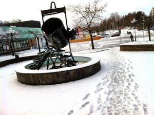Enligt kommunstyrelsens beslut om nästa steg i centrumförnyelsen ska Skänken flyttas frän Skänktorget till Bergsprängartorget, där den ska placeras i en refug i gatan.