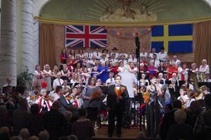 Vänskapssången Auld Lang Syne blev en mäktig avslutning på Last Night of the Proms i Cassels.