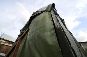 Regler för skjulen. Ett båtskjul ska vara täckt av trä eller plåt, och inte av presenning, berättar man på Skebäcks Varfsförening som arrenderar området av kommunen.