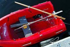 Foto: LASSE HALVARSSON Livbåtar missbrukas. Räddningstjänsten har bekymmer med att de fyra livbåtar som finns i Gävle används till annat än livräddning av ungdomar.
