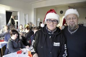 Marika Ejleström och Bengt Persson jobbar på Slink In. Nu har de fått bjuda besökarna på julbord.