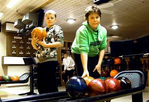 En stunds bowling blev det för Jesper Thelin och Jonas Pirttijärvi.