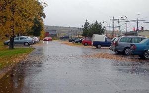 I det här området bakom järnvägsstationen har flera sabotage mot bilar skett. Foto: Per Malmberg/DT