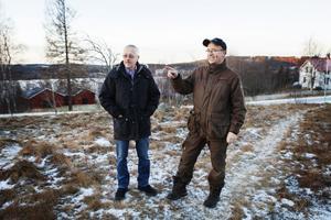 Bosse Lindroos och Stefan Maina är två av de som nu arbetar för att invånarna i Holmbygden ska få tillgång till Bredband. Förhoppningen är att länsstyrelsen ska bevilja bidrag för fiberdragningen.