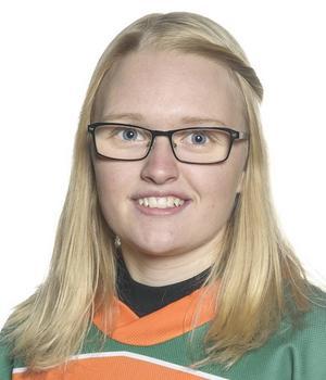 Ida Salomonsson, här i ÖBS-tröjan, tvingades lägga klubban på hyllan när hon flyttade till Umeå för två år sedan. Nu åker hon till VM som domare i stället.