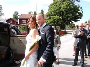 Bara kärleken kan förena människor så att de växer och förenas till fullo...Sommarbröllop med Johanna och Nicklas blev en fullkomlighet...20140705 Stolt mormor bakom kameran...