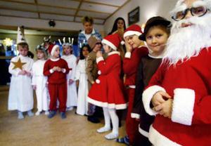 Leklust och utklädningsiver. Förskolebarn från Korsta värmde upp i går på Lindgården inför den riktiga Luciadagen.