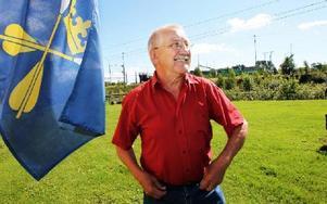 -- När jag flyttade till Dalarna var det  som att komma hem. det är bara dialekten jag fick med mig,säger Ivan Rönnbäck, som nu kommit ut med en talbok om sitt liv.FOTO: ANNIKA BJÖRNDOTTER