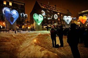 """""""Big faces"""" är en av nio olika animationer som visas i femminutersintervaller på fyra, stora projektionsdukar i form av hjärtan. Foto: Ulrika Andersson"""