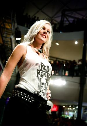 Modeshowerna i Kupolen var shower i publikens smak.
