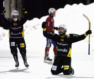På knä. Bandyn i Karlsbyheden går på knä. Klubben saknar just nu både herrspelare och tränare och även en ordförande. Knästående Johan Elitin har flyttat btill Borlänge.