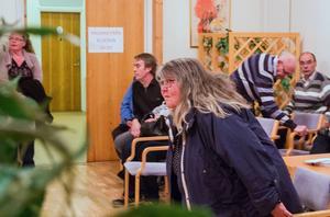 Det blev en spontan valvaka i Svågagården på söndagskvällen.