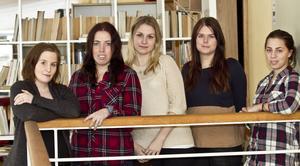 Lärarstudenterna Eva Löthman, Hanna Larsson, Sara Berg, Amanda Hansson och Tove Lindberg tycker att det borde vara mer praktik på lärarutbildningen.