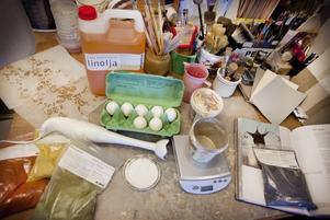 Ingredienserna i färgtypen äggoljetempera är giftfria.