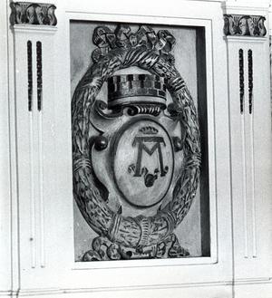 25 augusti 1977. Stadts festvåning byggdes som stadens representationslokal. Västerås vapen är infällt på ett par ställen i det rikt skulpterade trappräcket, vars färg bleknat avsevärt.