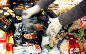 De tuffa ekonomiska villkoren för dagligvaruhandeln i gles- och landsbygd ökade i fjol takten på butiksnedläggningarna.