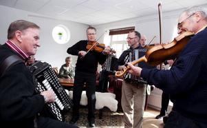 Göran Åsell, Jan Dahlgren, Paul Sjödin och Jan Pettersson var några av dem som spelade igång årets Sidsjöstämma, som även pågår i dag på Sidsjö hotell.