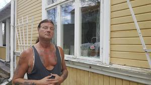 Michael Olsson har flera gånger polisanmält skadegörelse på sitt hus. Men polisen har struntat i att utreda.
