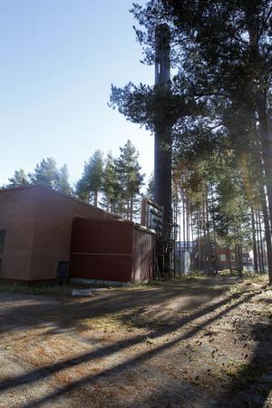 En oljeeldad reservcentral, som har möjlighet att kunna få el via mobilt reservelverk, finns på Gärdeåsen i Ljusdal.