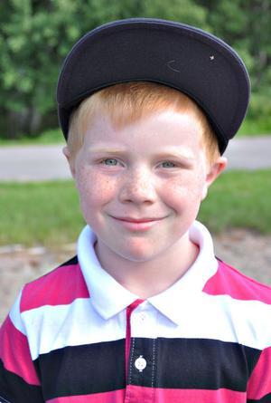 Emil Pedersen, 8 år, klass 2:– Det känns bra. Man får god mat här i skolan. Och så är det kul att vara med kompisarna.