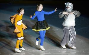 Marvin, Doris och Bruce från Hitta Nemo spelas av Martina Åslund, Emelie Lemon och Maja Ellenberg Tuck.
