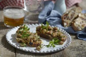 Enkelt och fullständigt delikat: Bönbruschetta. Italiensk mat när den är som bäst.   Foto: Janerik Henriksson/TT