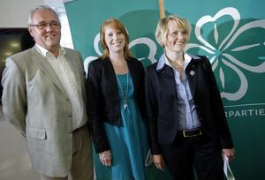 Kompetent trio. Centerpartiets partiledarkandidater Anders W Jonsson, Annie Johansson och Anna-Karin Hatt är kompetenta och mångsidiga. Ändå verkar unga Annie Johansson redan ha blivit mångas favorit. foto: scanpix