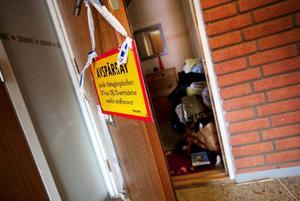 Under fredagseftermiddagen gjordes en teknisk undersökning i lägenheten i Brunflo.  Foto: Håkan Luthman