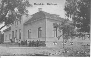 Badhuset byggdes 1908. Alla badade nakna, men kvinnor och män var där olika dagar. Det fanns badkar där det gick att tvätta sig och det gick även att få hjälp av tvätterskor. Många bostäder saknade badrum.