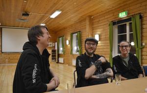 Per Emilsson, Mark Tägtström och Francesco Wagner har roligt åt dansens för och nackdelar.