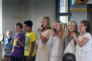 Femteklassen sjunger sin egenkomponerade sång