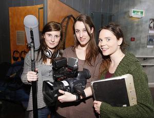 Annie Hansson, Erika Hultberg och Linda Svensson, från medieproduktionsutbildningen vid Dalarnas högskola, är i veckan i Svenstavik med omnejd för att göra en pilot, en form av testfilm, om myten kring Storsjöodjuret. Målet är att få sälja en längre dokumentär om det påstådda monstret till SVT.