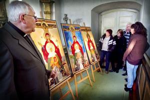 Kyrkoherde Bo Johansson kan berätta mycket om ikonerna och vad de har för djupare betydelse.