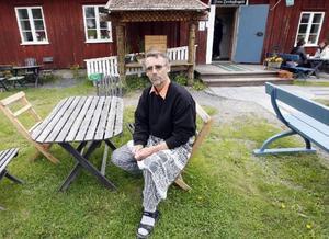 – Det känns tungt nu. Jag får skylla mig själv när jag jobbat så mycket och låtit pappershögarna växa, säger Kjell Strömberg.