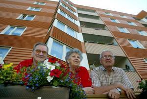 Arne Jonsson, Naimy Hoffman och Kjell Fahlberg trivs i Plusboendet på Fridhemsgatan. De har nära till grannar och när det behövs tillgång till extra service.
