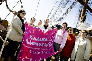 Ungefär 6 000 besökare var ombord under Almedalsveckan i somras En stor uppblåsbar bock med textreklam för Gävles kandidatur till Europeisk kulturhuvudstad svävade över skeppet.